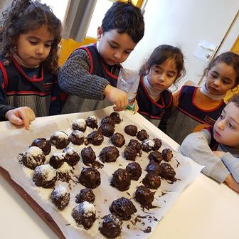 LA DÉLICIEUSE RECETTE DES BOULES DE NEIGE AU CHOCOLAT DES MATERNELLES DU LADL