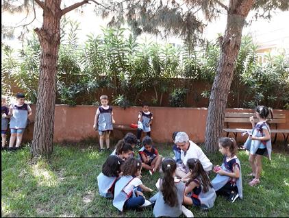 Collation dans le jardin de lecture